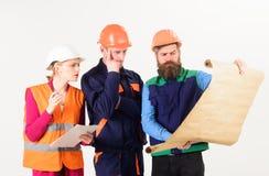 Lag av byggmästaren, tekniker, arkitektarbete på projekt Royaltyfri Foto