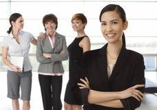 Lag av olika affärskvinnor Arkivfoton