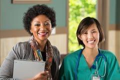 Lag av olika sjukvårdfamiljeförsörjare Royaltyfri Bild