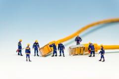 Lag av techs med kabel för nätverk RJ45 royaltyfri bild