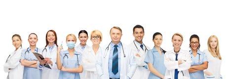 Lag eller grupp av doktorer och sjuksköterskor royaltyfri foto