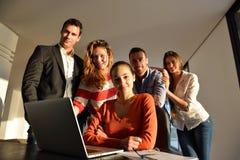 Lag för affärsfolk på möte royaltyfri bild