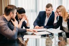 Lag för konkurs för affärsfel stressat besegrat Arkivfoto