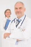 lag för pensionärer för doktorsmapphåll medicinskt Arkivfoto