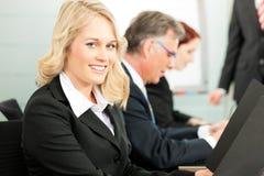 lag för presentation för affärsfolk arkivfoton