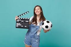 Lag för service för Dreamful flickafotbollsfan favorit- med den klassiska svarta filmen för fotbollboll som gör clapperboard som  royaltyfri fotografi