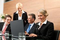 lag för kontor för affärsmöte Arkivbild