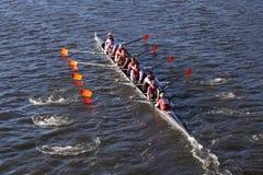 Laga大学在查尔斯赛船会人` s学院Eights的负责人赛跑 图库摄影