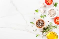 Laga mat örter och kryddabakgrund royaltyfri fotografi