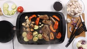 Laga mat att ta locket av ett elektriskt galler