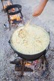 Laga mat av kosackhavregröt Kulish Ukrainska Kulish som en traditionell kosackmaträtt royaltyfri foto
