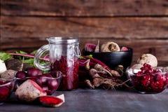 Laga mat den sunda matställen från rödbetor Royaltyfri Fotografi