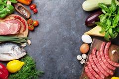 Laga mat för grönsaker, för fisk, för kött och för ingredienser Fotografering för Bildbyråer