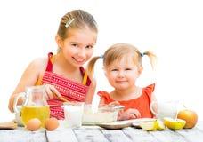 Laga mat för systrar Arkivfoton