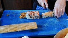Laga mat göra ny och läcker variation av maki- och nigirisushi stock video