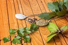 Laga mat ingredienser, kryddor, flockar Arkivbilder