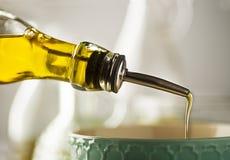 Laga mat mål med olja royaltyfria foton