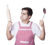 Laga mat man med kitchenware arkivfoto