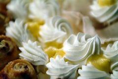 Laga mat med grädde caken Royaltyfri Foto