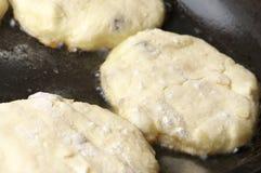 Laga mat: steka pannkakor Royaltyfri Bild