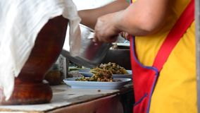 Laga mat thailändsk stil eller Isan arkivfilmer
