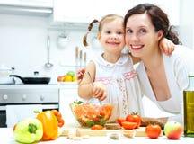 laga mat tillsammans Royaltyfri Foto
