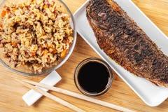 Lagad mat fisk med ris royaltyfri bild