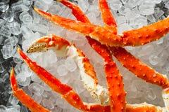 Lagad mat organisk alaskabo konung Crab Legs arkivfoton