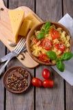 Lagad mat pasta för bästa sikt med tomater Royaltyfria Bilder