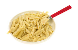Lagad mat pasta i kräm- sås med en sked Royaltyfri Fotografi