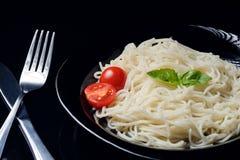 Lagad mat pasta i stålplattan royaltyfri foto