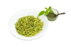 Lagad mat spiral pasta med pesto och såspesto separat Royaltyfria Foton