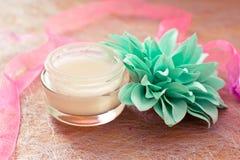 lagar mat med grädde lotions som moisturising brunnsorten Royaltyfri Fotografi