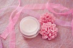 lagar mat med grädde lotions som moisturising brunnsorten Fotografering för Bildbyråer