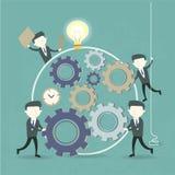 Lagarbetsbegrepp med kugghjulet och affärsmän Arkivfoton