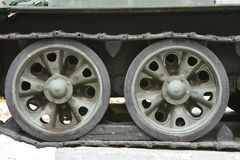 Lagarta do tanque, rodas do ferro, fim da estrutura do tanque acima fotografia de stock royalty free
