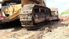 Lagartas e cubeta da escavadora vídeos de arquivo