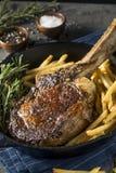 Lagat mat gräs Fed Tomahawk Steaks Royaltyfri Foto