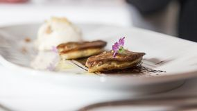 Lagat mat kött på restaurangen Fotografering för Bildbyråer