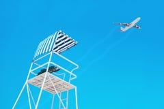 Lage hoekmening van een badmeestertoren tegen hemel Royalty-vrije Stock Foto's