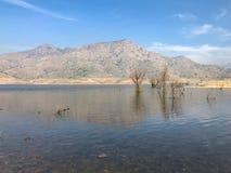 Lage waterspiegel bij Meer Kawea royalty-vrije stock afbeeldingen