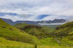 Lage wolk voor berg royalty-vrije stock afbeeldingen