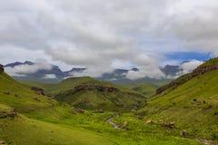 Lage wolken op de berg royalty-vrije stock foto's