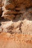 Lagen van rode rots stock afbeeldingen