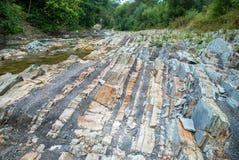 Lagen van sedimentaire zandsteenrots stock fotografie