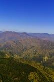 Lager av berg i Garhwal det Himalayan området Arkivbild
