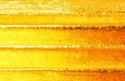 Lager av guld- horisontallinjer abstrakt bakgrund för modelltextur arkivbild