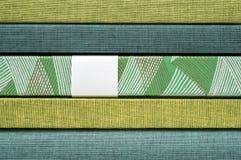 Lager av tyg av olika färger och designprovkarta Royaltyfria Foton