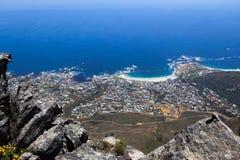 Lager Bucht- und Clifton-Panoramablick vom Tafelberg Stockbilder