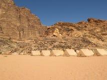 Lager an der Wüste Stockbild